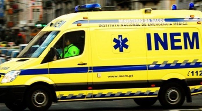 Criança de dois anos gravemente ferida depois de cair do primeiro andar