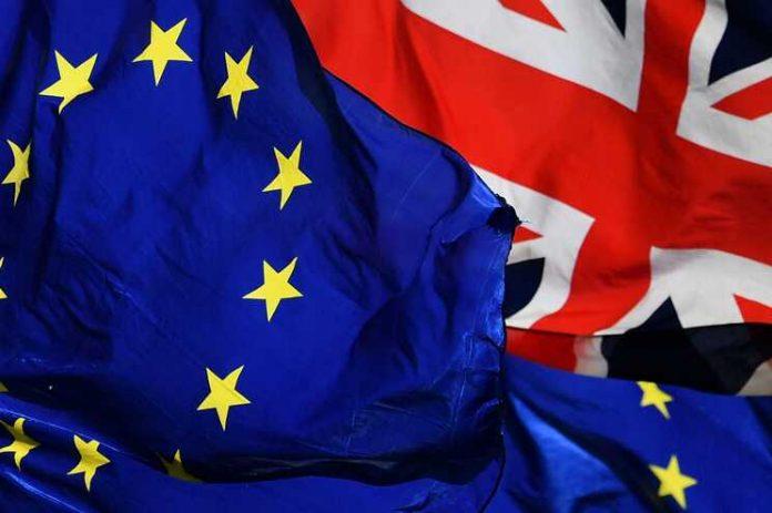 UE e Reino Unido fecham acordo do Brexit