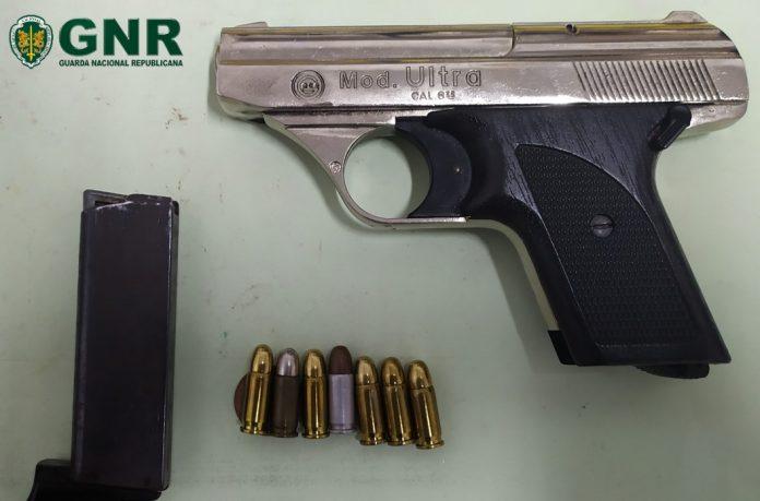 Detido em flagrante por posse de arma proibida em Gondomar