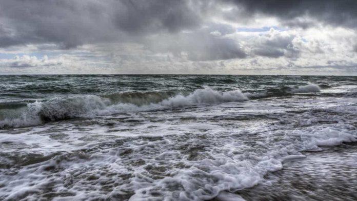 Dez distritos do continente sob aviso amarelo devido à agitação marítima