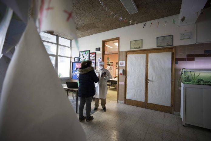 Vacinação de pessoal docente e não docente começa no próximo fim de semana