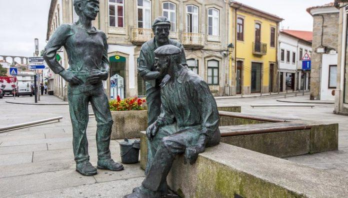 Morreu o professor e escultor Sousa Pereira
