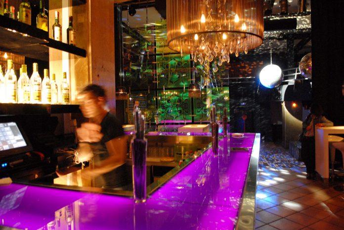Governo disponível para discutir reabertura de bares e discotecas, diz associação