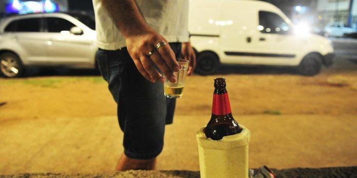 Quatro pessoas multadas por beber na via pública em Vila do Conde