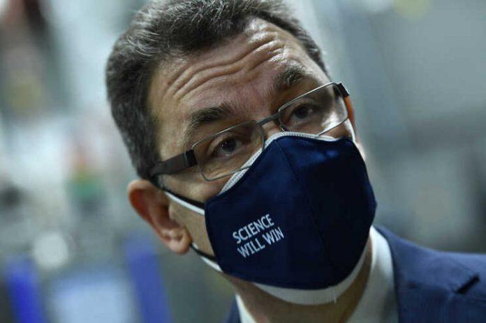 Presidente da Pfizer admite que será necessária uma terceira dose de vacina
