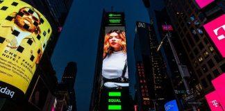 Bárbara Tinocoem Times Square